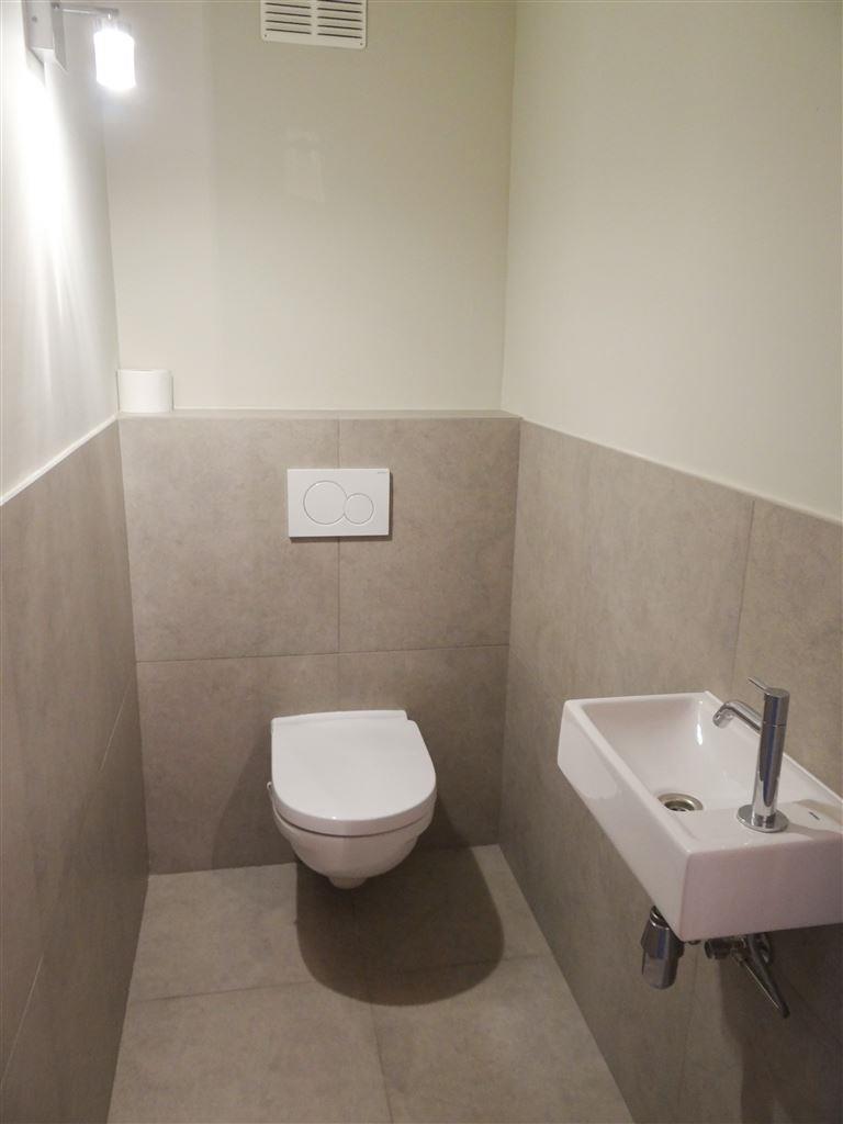ONGEMEUBELD APPARTEMENT TE HUUR OP JAARBASIS - ruime living - ingerichte open keuken met alle comfort - ingerichte badkamer met inloopdouche en aanslu...