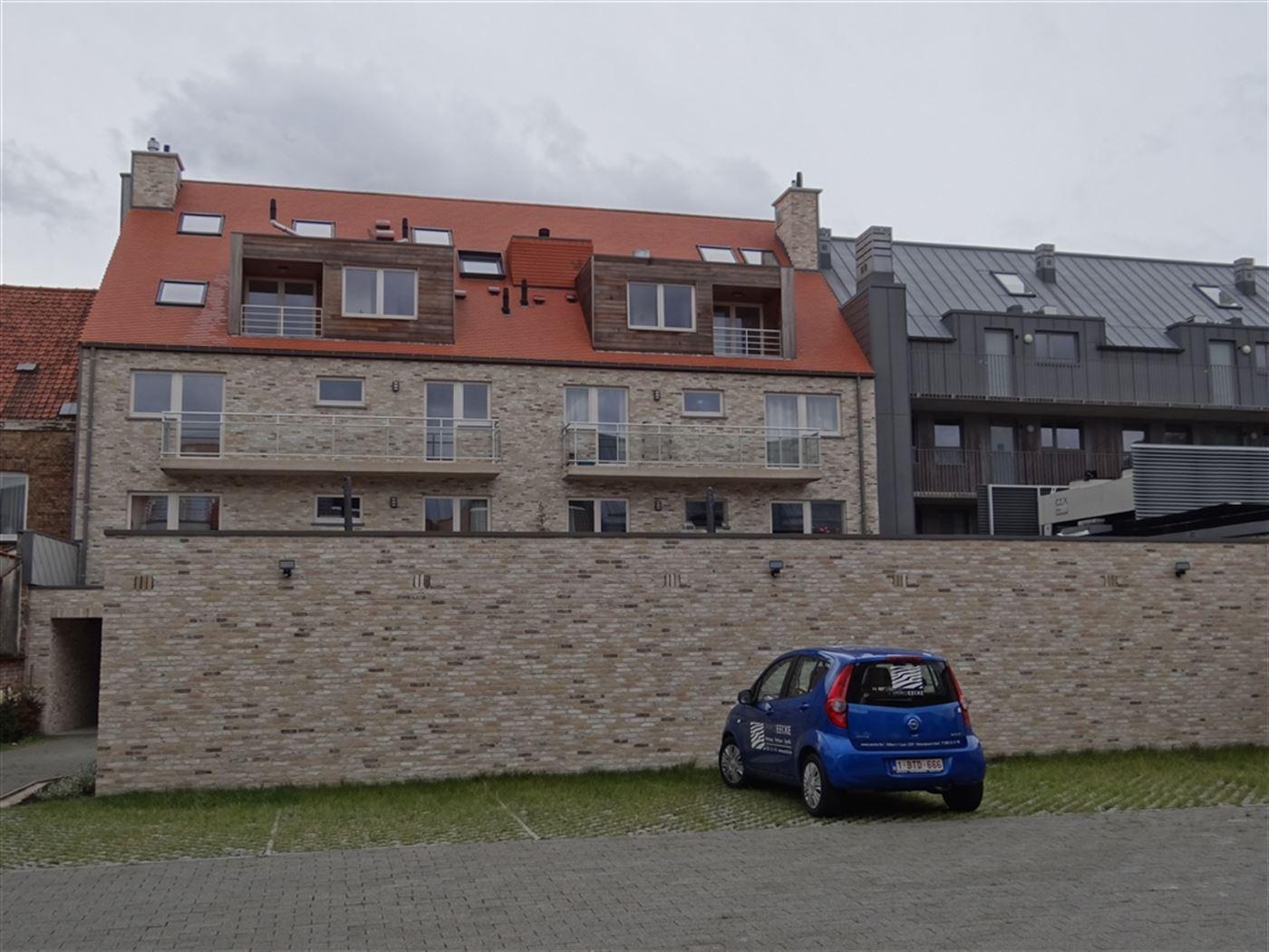 NEPTUNUS PARKING 2 - Open parkeerplaats op afgesloten binnenplaats - Nieuwbouw - Centrale ligging in Nieuwpoort-Stad (zijstraat van de Kaai) - Afmetin...