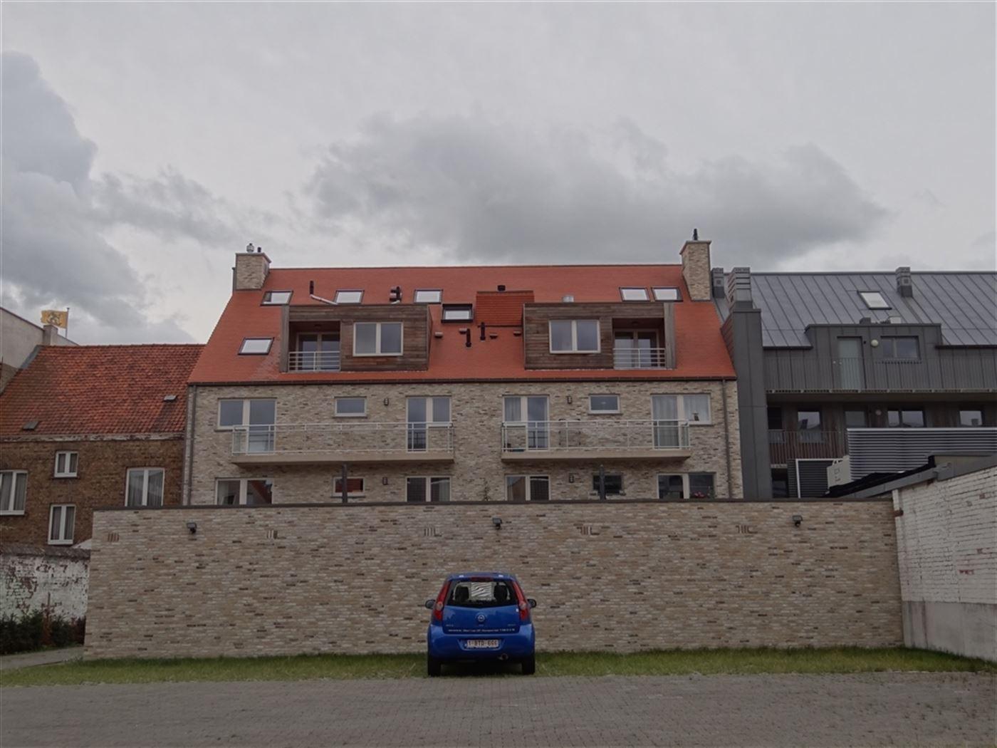 NEPTUNUS PARKING 4 - Open parkeerplaats op afgesloten binnenplaats - Nieuwbouw - Centrale ligging in Nieuwpoort-Stad (zijstraat van de Kaai) - Afmetin...
