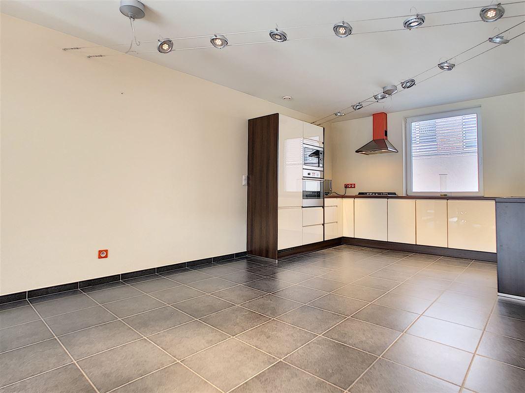 Maison d'architecte avec garage signée Van Oost située en plein coeur de ville.<br [..]