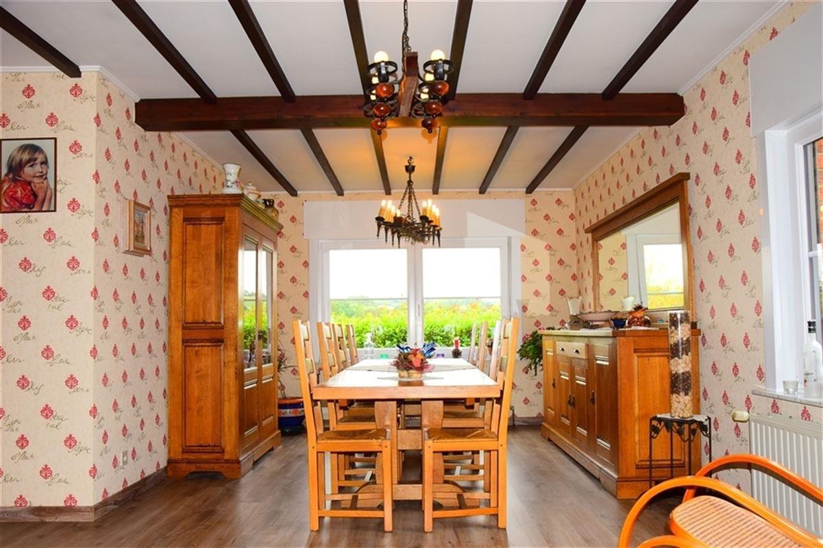 <br />Magnifique villa de plain-pied située à Frasnes-lez-buissenal.<br />Cette [..]