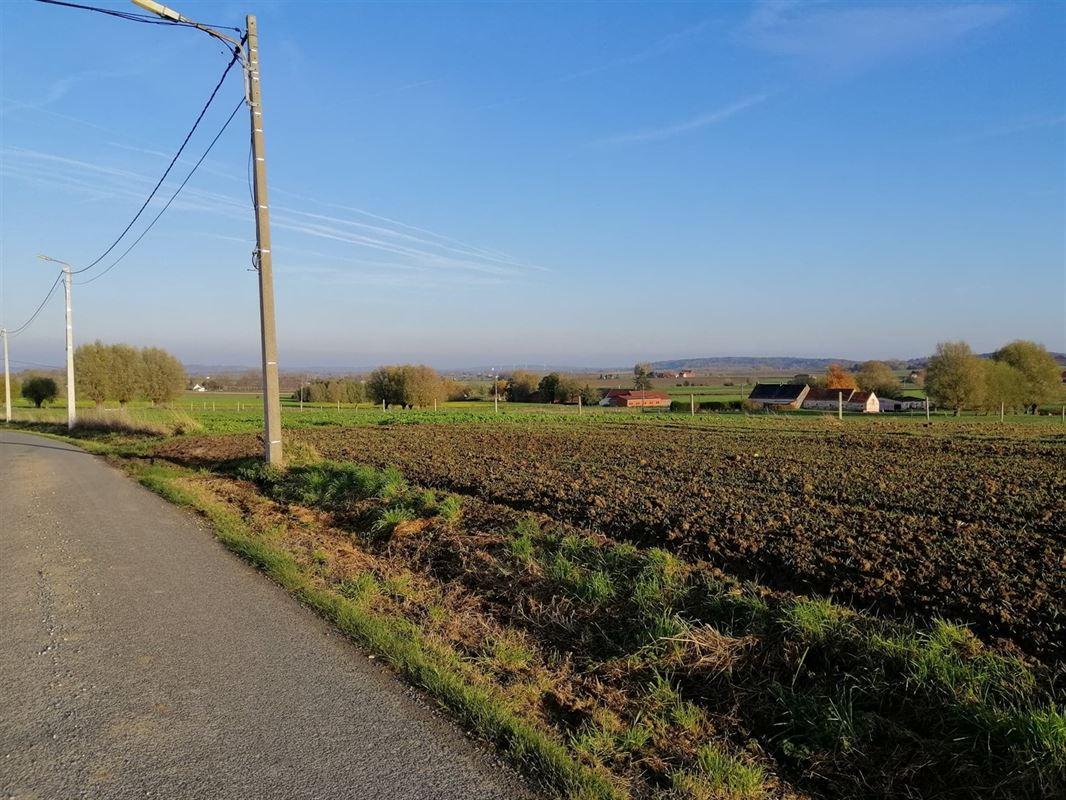 <br />Jolie maison pleine de charme située dans le village de Melles, sur une route de [..]