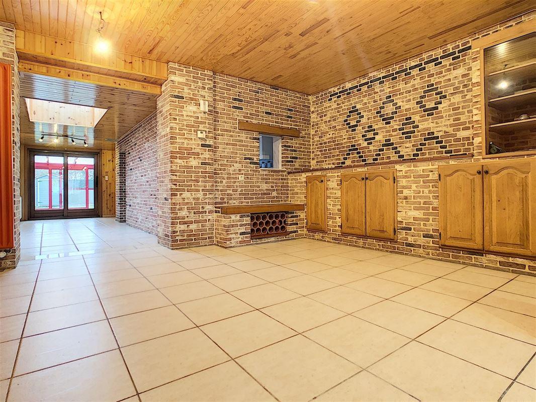 Belle maison à la situation agréable<br />Au rez-de-chaussée se trouve: un hall [..]