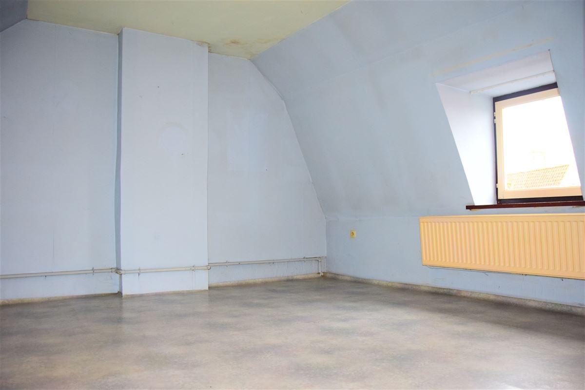 <br />Jolie construction 4 façades de style fermette avec garage située dans une rue [..]
