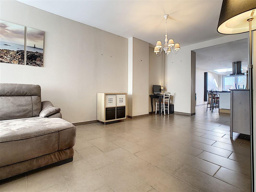 Moderne habitation sans travaux située à Mouscron.<br />Au rez-de-chaussée [..]