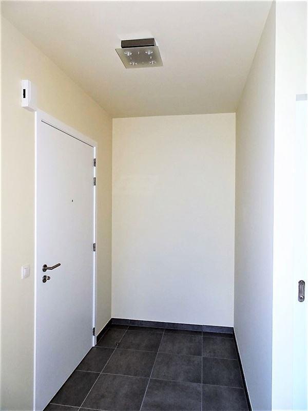 Serviceflat met 2 slaapkamers, terras en parking