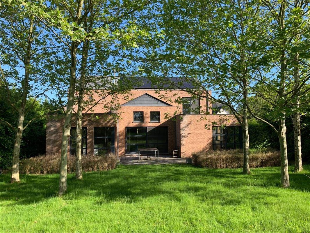 Villa met zicht op agrarisch gebied - tuin op Z - met kantoor/praktijk