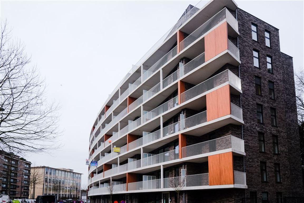Nieuwbouw appartement met 2 slaapkamers, 2 terrasenen autostaanplaats