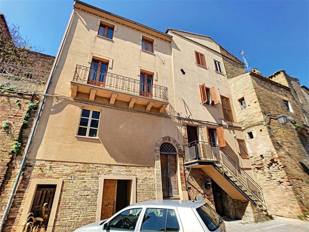 IN 65014 LORETO APRUTINO (Italia) - Price 55.000 €