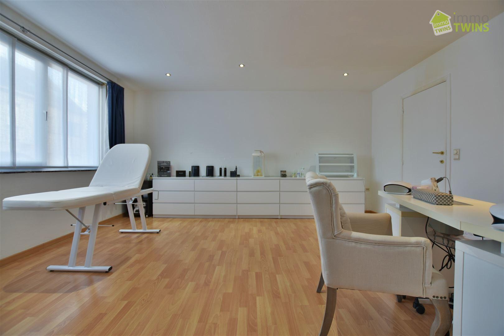 Foto 8 : Gemengd gebouw te 9308 GIJZEGEM (België) - Prijs € 549.000