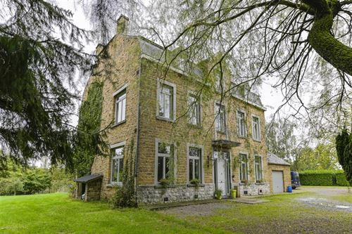 Maison villageoise a vendre à LUSTIN (5170)