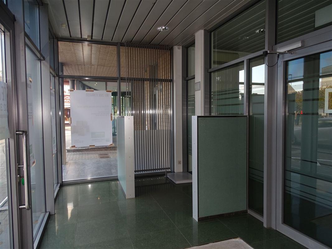 Foto 3 : Handelsgelijksvloers te 9041 OOSTAKKER (België) - Prijs € 440.000