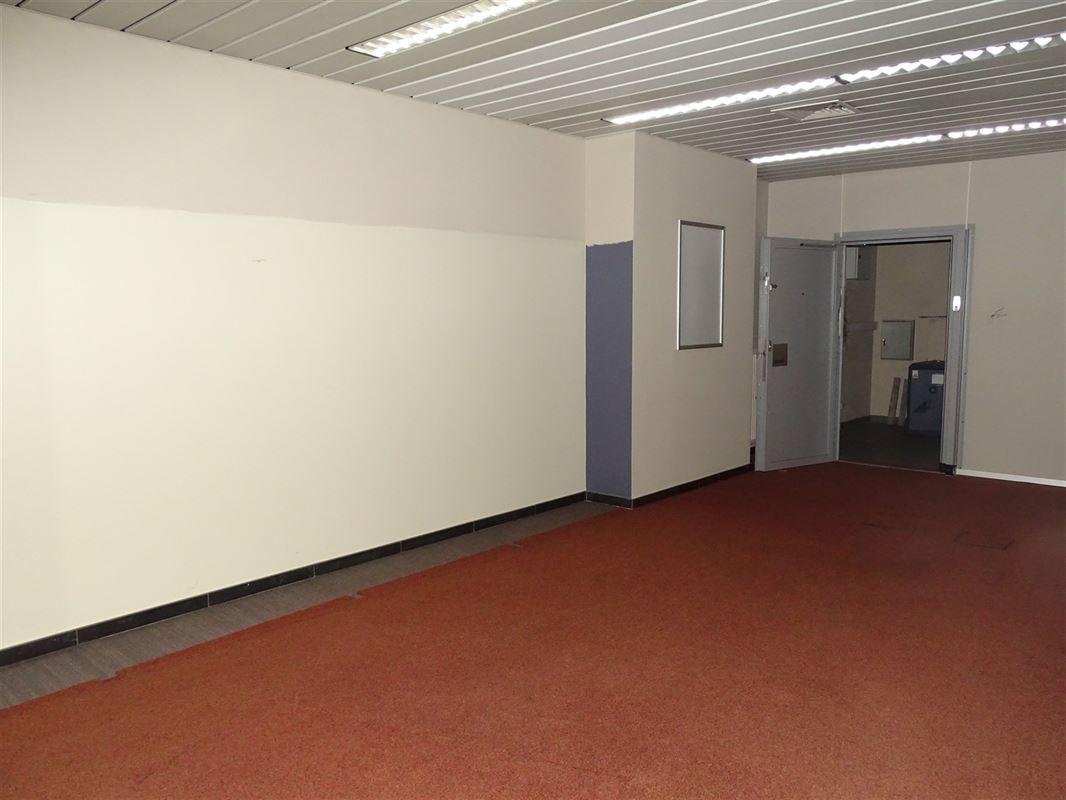 Foto 6 : Handelsgelijksvloers te 9041 OOSTAKKER (België) - Prijs € 440.000
