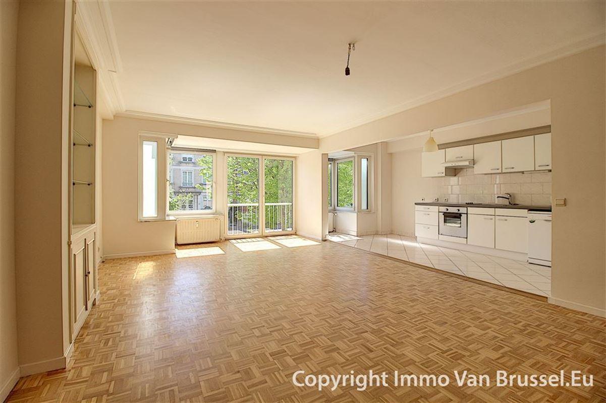 Image 2 : Appartement à 1200 WOLUWE-ST-LAMBERT (Belgique) - Prix 875 €