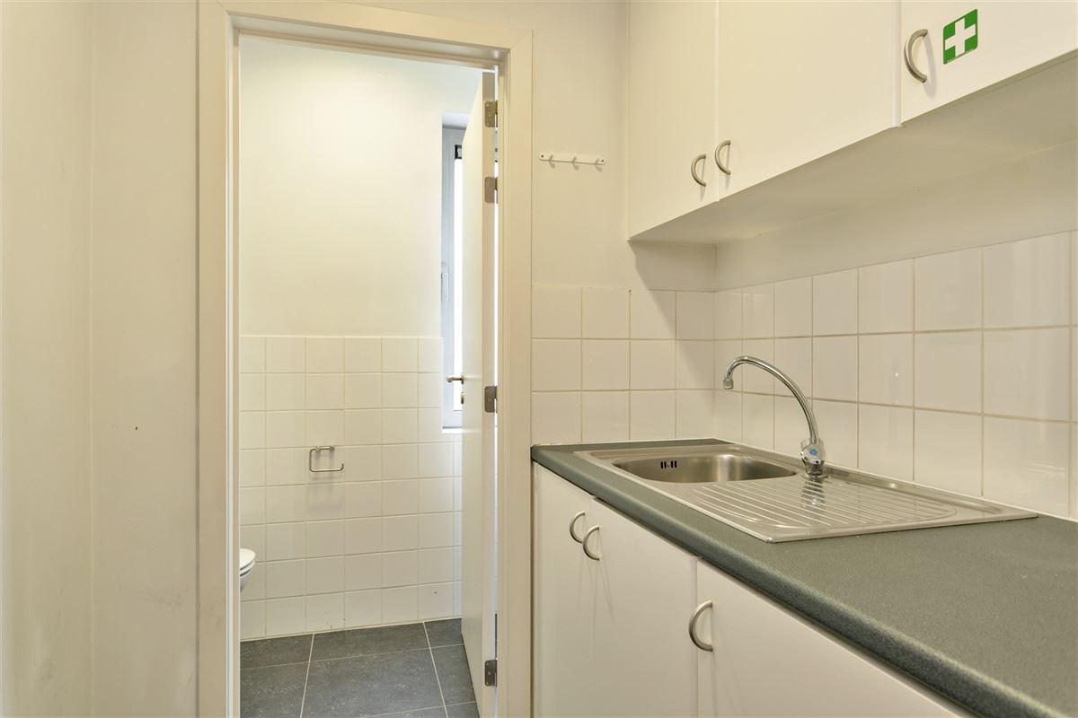 Foto 18 : commercieel gelijkvloers te 2640 MORTSEL (België) - Prijs € 215.000