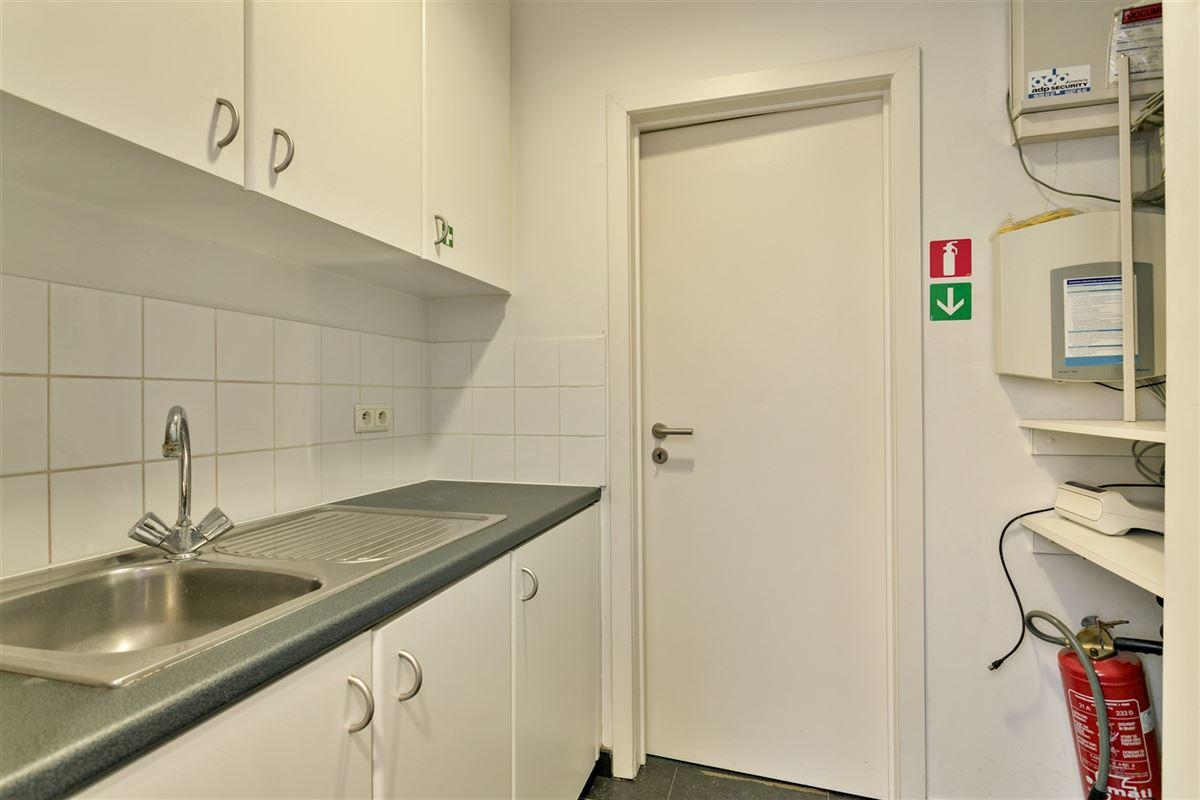 Foto 19 : commercieel gelijkvloers te 2640 MORTSEL (België) - Prijs € 215.000