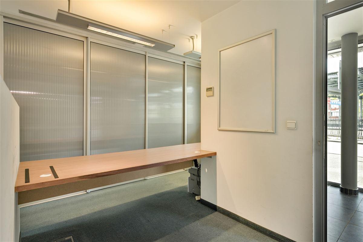 Foto 9 : commercieel gelijkvloers te 2640 MORTSEL (België) - Prijs € 215.000