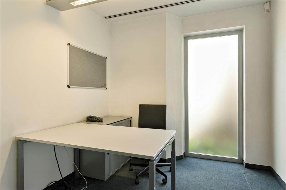 Foto 12 : commercieel gelijkvloers te 2640 MORTSEL (België) - Prijs € 215.000