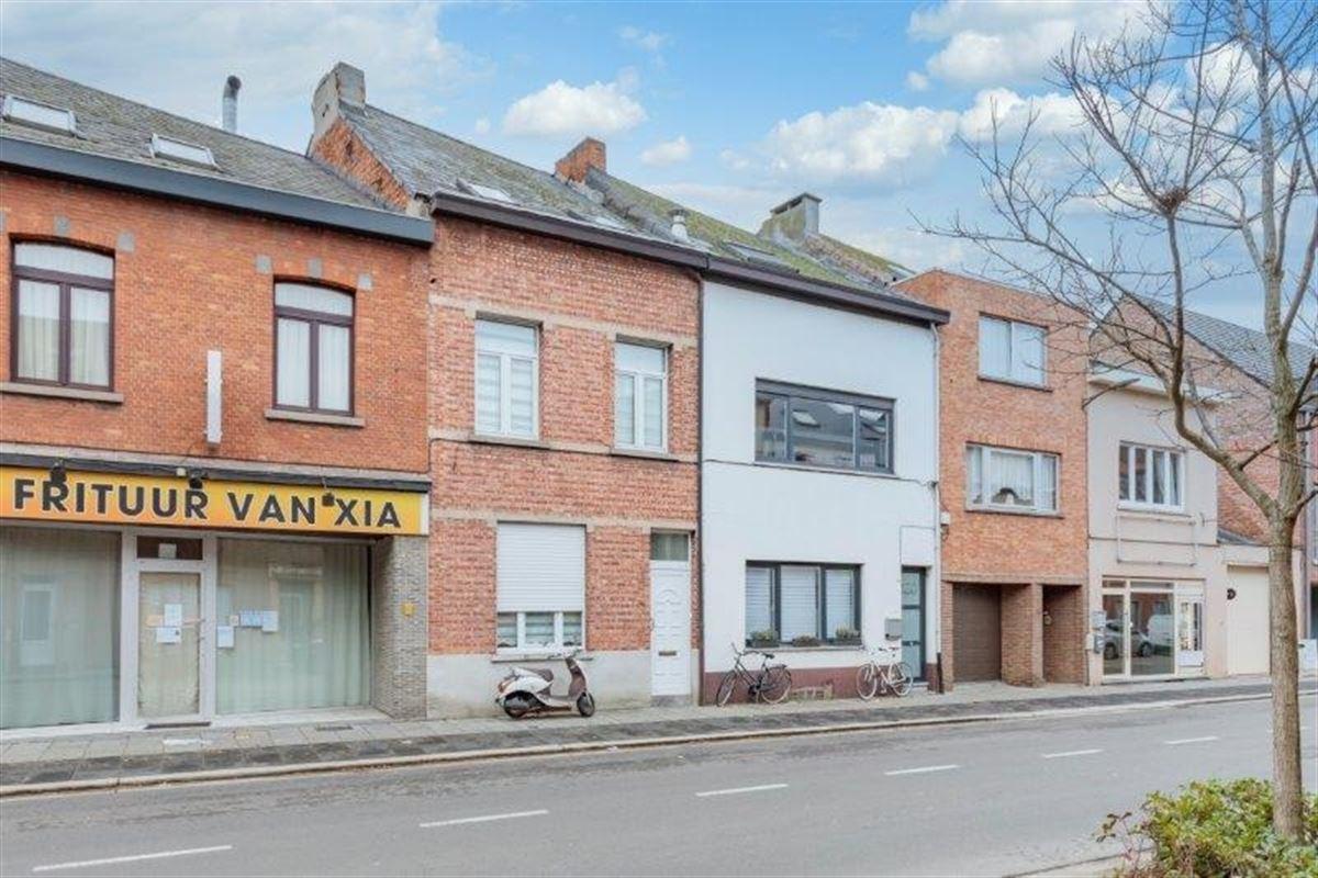 Centraal gelegen woning met 5 slk en 2 badkamers te koop te MECHELEN (2800)